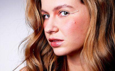 Maquillaje con perlas