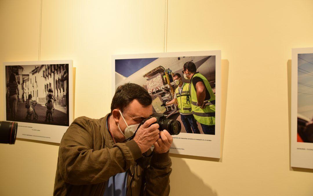 """La Asociación de Periodistas de Ciudad Real inaugura la exposición """"Imborrables"""", una mirada impactante a los meses más duros de la pandemia"""